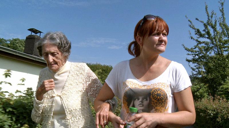 Die alte Dame und die Pflegerin