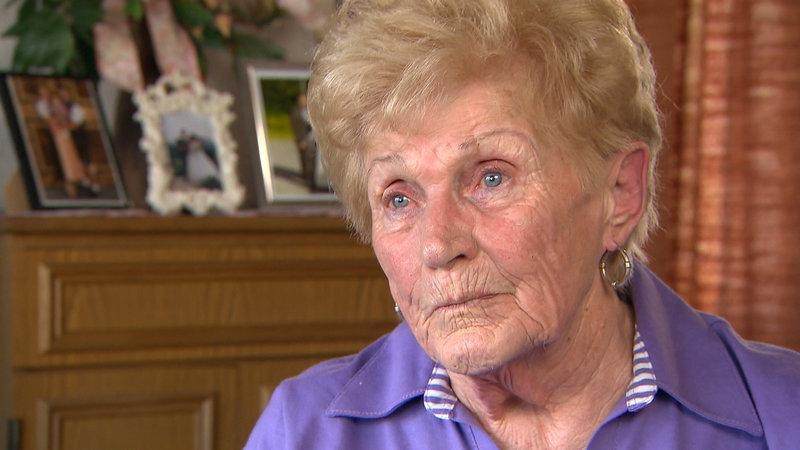 Bittet Julia um Hilfe, denn sie musste vor 55 Jahren auf Drängen ...