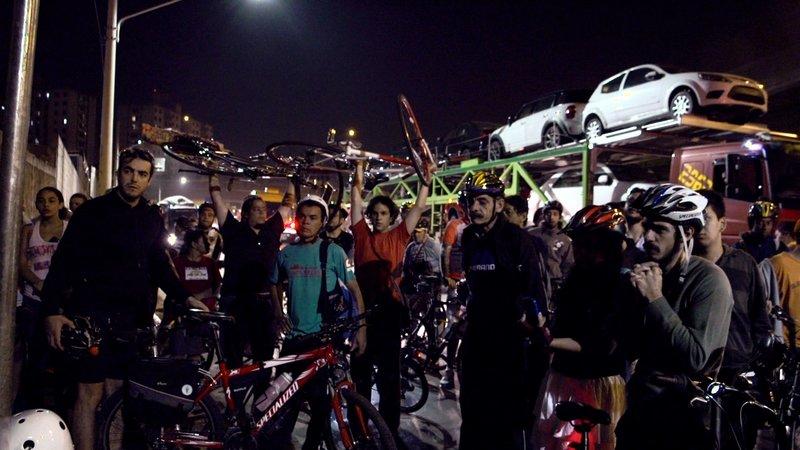 Fahrrad gegen Auto - Eine Straßenschlacht