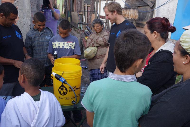 Waves for Water - Mit Wasser Leben retten