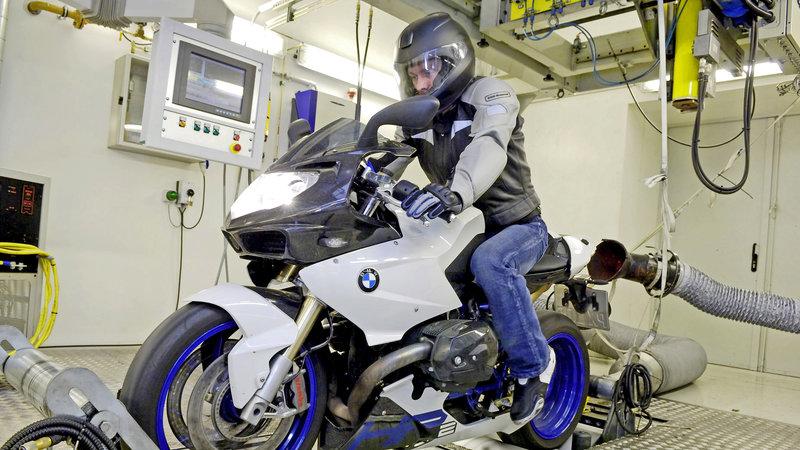 Die Motorradfabrik - Ein Superbike entsteht