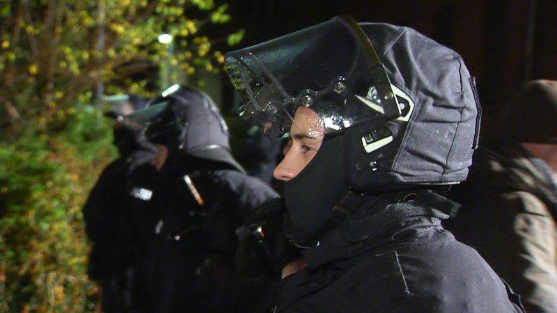 Zwischen den Fronten - Die Polizei am Limit