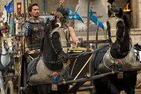 Ramses' Adoptivbruder Moses (Christian Bale, l.), der am Hof des Pharao aufgewachsen ist, ist bereits ein erfolgreicher Feldherr, als er beschuldigt wird, ein Sohn der versklavten Hebräer zu sein ...