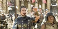 """Noch ahnt Moses (Christian Bale, l.) nicht, dass er sich schon bald gegen seinen """"Bruder"""" Pharao Ramses auflehnen wird, weil das Schicksal des israelischen Volkes in seine Hände gelegt wird ..."""