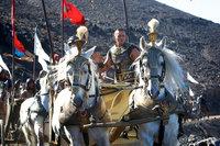 Die Freundschaft zwischen Ramses (Joel Edgerton) und Moses verwandelt sich langsam in eine erbitterte Gegnerschaft, als immer Widrigkeiten über Ägypten hereinbrechen. Als schließlich Ramses geliebter Sohn den Plagen zum Opfer fällt, entbrennt ein Kampf auf Leben und Tod ...