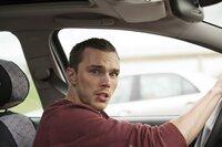 Um seine Freundin zu retten, lässt sich Casey (Nicholas Hoult) auf einen  Deal mit einem unberechenbaren Drogenboss ein und bringt sich damit selbst in Lebensgefahr.