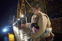 Casey (Nicholas Hoult) und Juliette (Felicity Jones) verzweifeln auf der Suche nach einer Möglichkeit, Juliettes lebensnotwendige Operation zu finanzieren. Um seine Freundin zu retten, lässt Casey sich schließlich auf einen gefährlichen Deal ein...