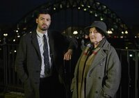 Joe Ashworth (David Leon, l.); Vera Stanhope (Brenda Blethyn, r.)