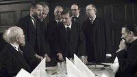 Parteigenossen fordern die Sozialdemokraten Philipp Scheidemann und Friedrich Ebert am 9. November 1918 auf, zu der aufgewühlten Menge vor dem Reichstag zu sprechen. Mats Reinhardt [l.], Günter Schaupp [r.]