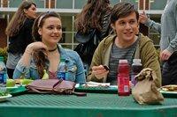 Leah Burke (Katherine Langford); Simon Spier (Nick Robinson)