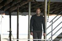 Als Arthur (Jason Statham) zufällig einen der Männer entdeckt, von denen er dachte, dass sie bei der Südafrika-Mission getötet worden seien, erfährt er, dass nicht Harry die Mission verraten und verkauft hat, sondern Dean es war. Der Dean, der ihn anheuerte, Harry zu töten ...