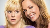 v.li.: Christy (Anna Faris), Bonnie (Allison Janney).