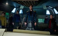 Müssen in den Weiten des Weltraums zusammenhalten: (v.l.n.r.) Sulu (John Cho), Chekov (Anton Yelchin), Doc Bones (Karl Urban), Captain Kirk (Chris Pine), Spock (Zachary Quinto) und Scotty (Simon Pegg) ...
