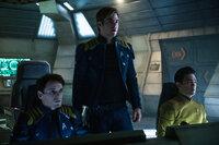 Chekov (Anton Yelchin, l.), Captain Kirk (Chris Pine, M.) und Sulu (John Cho, r.) machen eine Entdeckung, die nicht nur die Enterprise und deren Mannschaft, sondern auch die ganze Sternenflotte in Gefahr bringen könnte ...