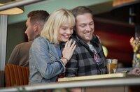 So unglücklich sehen die gar nicht aus: Saskia (Berit Vander) mit ihrem Freund Tobias (Dominik Buch).