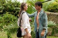 June (Cameron Diaz, l.) ist zu wertvoll für Roys (Tom Cruise, r.) Gegner geworden, so dass sie ihn auf seiner Mission begleiten muss. Doch kann sie ihm vertrauen?