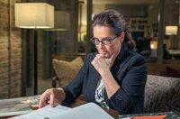 Ohne Überwachung gab es keine Förderung: Katarina Witt beim Lesen ihrer Stasi-Akten.