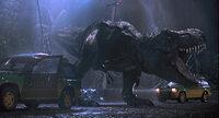 Eigentlich sollte der Jurassic Park viele Besucher anlocken, die sich in aller Ruhe die eigentlich vor Jahrhunderten ausgestorbenen Dinosaurier genauer anschauen können, doch schon kurz vor der Eröffnung gerät alles außer Kontrolle ...