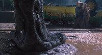 Für Paläobotaniker Dr. Alan Grant (Sam Neill, l.) und Lex (Ariana Richards, r.), die Enkelin des Jurassic Park Gründers, beginnt ein Kampf auf Leben und Tod, als der T-Rex sich aus seinem Gehege befreien kann ...