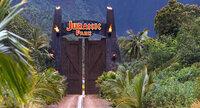 Nachdem Dinosaurier-DNS aus einer in Bernstein konservierten Mücke gewonnen werden konnte, lässt der Milliardär John Hammond Dinosaurier klonen und gründet auf einer Insel vor der Küste Costa Ricas den Jurassic Park. Doch der Park birgt tödliche Gefahren ...