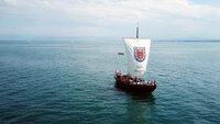 """Die Lädine """"St. Jodok"""", der Nachbau eines historischen Lastschiffes, wie sie im Mittelalter am Bodensee verkehrten."""
