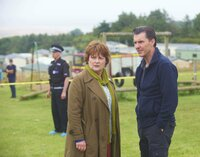 Vera Stanhope (Brenda Blethyn, l.); Malcolm Raggert (Dorian Lough, r.)