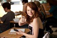 Wer hätte das gedacht? Die eher unauffällige Schülerin Olive (Emma Stone) soll mit einem College-Studenten Sex gehabt haben. Freiwillig! Die Gerüchteküche brodelt, und erste Gebetskreise werden einberufen ...