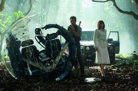 Auf der Suche nach Claires Neffen, machen Owen (Chris Pratt, l.) und Claire (Bryce Dallas Howard, r.) eine grausame Entdeckung, denn der entflohene Indominus Rex ist noch viel gefährlicher als alle bisher dachten ...