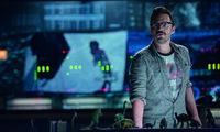 Auch der im Kontrollzentrum der Jurassic World arbeitende Lowery (Jake Johnson) erkennt zu spät, welch große Gefahr von dem neu gezüchteten Dinosaurier ausgeht ...