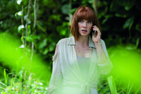 Eigentlich sollte Claire Dearing (Bryce Dallas Howard) sich um ihre Neffen kümmern, als diese bei ihr in Jurassic World zu Besuch sind, doch ihr ist der Job wichtiger. Eine fatale Entscheidung ...