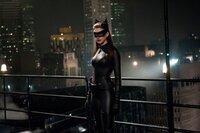 Selina (Anne Hathaway)