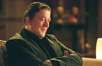 Bis vor kurzem führte der Schmuggler Gordon Deitrich (Stephen Fry) ein äußerst angenehmes Leben. Bis Alistair Harper, ein rücksichtsloser Gangster, in London auftaucht ...