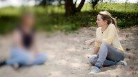 Eine Mutter erzählt der Autorin Stefanie Gromes über die vergangenen Monate mit ihrer Tochter. Die Mutter möchte im Gespräch nicht erkannt werden um ihre Tochter und die Familie zu schützen.