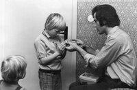 Eine Kindheit in Lütten-Klein. Die Zweieinhalb-Zimmer-Wohnung wird langsam zu klein für die wachsende Familie.