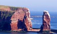 Die Lange Anna ist eine 47 Meter hohe freistehende Felsnadel (Brandungspfeiler) im äußersten Nordwesten der deutschen Nordseeinsel Helgoland.