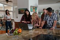 Von links: Quinn (Katrina Law), Tani Rey (Meaghan Rath), Juliet Higgins (Perdita Weeks), Orville 'Rick' Wright (Zachary Knighton) und Thomas Magnum (Jay Hernandez)