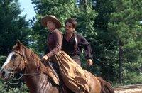 Zerelda 'Zee' Mimms (Ali Larter, l.); Jesse James (Colin Farrell, r.)
