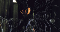 Neo (Keanu Reeves) ist in die Falle der Agenten getappt. Die Kugeln rasen auf ihn zu, es gibt keine Gelegenheit zum Ausweichen ...