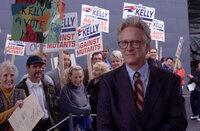Senator Robert Jefferson Kelly (Bruce Davison) macht im Wahlkampf Stimmung gegen die Mutanten ...