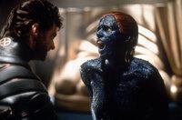 Wolverine (Hugh Jackman, l.) im Kampf gegen Mystique (Rebecca Romijn-Stamos, r.) ...
