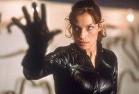 Dr. Jean Grey (Famke Janssen) besitzt die Gabe, körperliche Energie von anderen Menschen abzusaugen.
