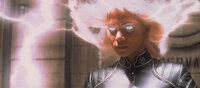 Storm (Halle Berry) setzt ihre Superkräfte ein ...