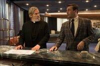 Jeff Bridges (Pater Daniel Flynn), Jon Hamm (Laramie Seymour Sullivan).