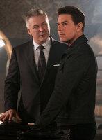 Alan Hunley (Alec Baldwin, l.); Ethan Hunt (Tom Cruise, r.)