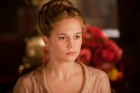 Kitty (Alicia Vikander)