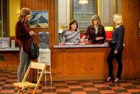 v.li.: Allison Janney (Bonnie), Beth Hall (Wendy), Mimi Kennedy (Marjorie), Jaime Pressly (Jill).