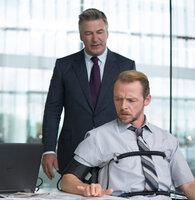 Alan Hunley (Alec Baldwin, r.) verdächtigt Benji Dunn (Simon Pegg) über Hunts Aufenthaltsort Bescheid zu wissen und probiert diesen unter Druck zu setzen. Doch dieser beteuert seine Unschuld ...