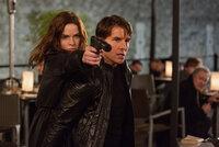 Ilsa Faust (Rebecca Ferguson, l.) und Ethan Hunt (Tom Cruise, r.) kämpfen Seite an Seite. Doch verfolgen die beiden wirklich das gleiche Ziel?
