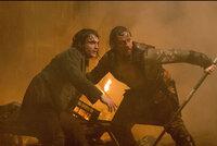 Der Medizin-Student Victor Frankenstein (James McAvoy, r.) beschäftigt sich mit sonderbaren Experimenten. Als er den jungen Igor (Daniel Radcliffe, l.) als Assistenten engagiert, merkt dieser schnell, dass Frankenstein irgendwo zwischen Genie und Wahnsinn schwebt ...