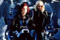 Wollen General William Strykers Vorhaben stoppen: Jean Grey (Famke Janssen, l.) und Storm (Halle Berry, r.) ...